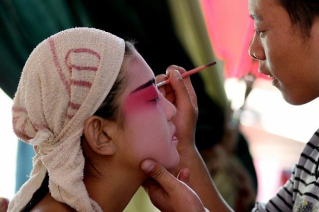 美妆职业培训学校,彩妆美甲培训中心,美甲彩妆培训机构
