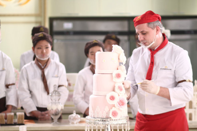 王森西点学校和欧米奇烘焙学校哪个好一些?