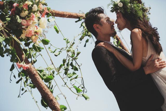 最热的婚纱照风格有哪些,国内婚纱摄影实是怎么收费的?