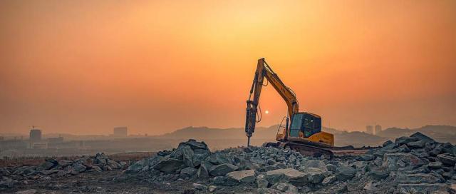 学习挖掘机多久才能拿到证,学费是多少钱?
