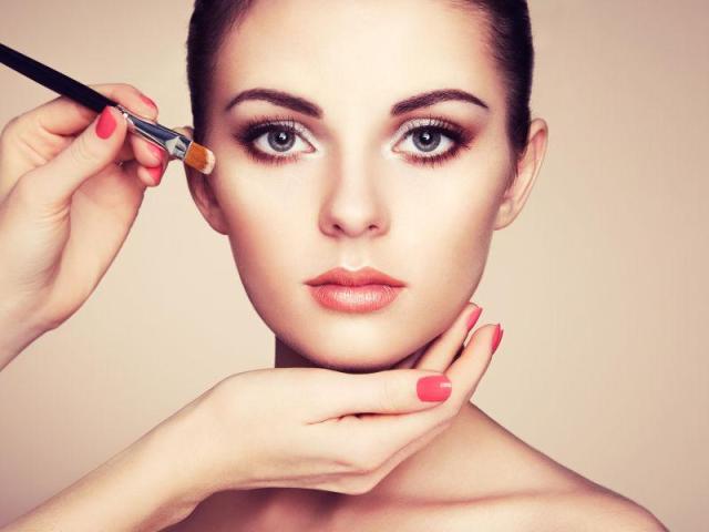 学习化妆一般需要多少钱,化妆培训需要学多久?